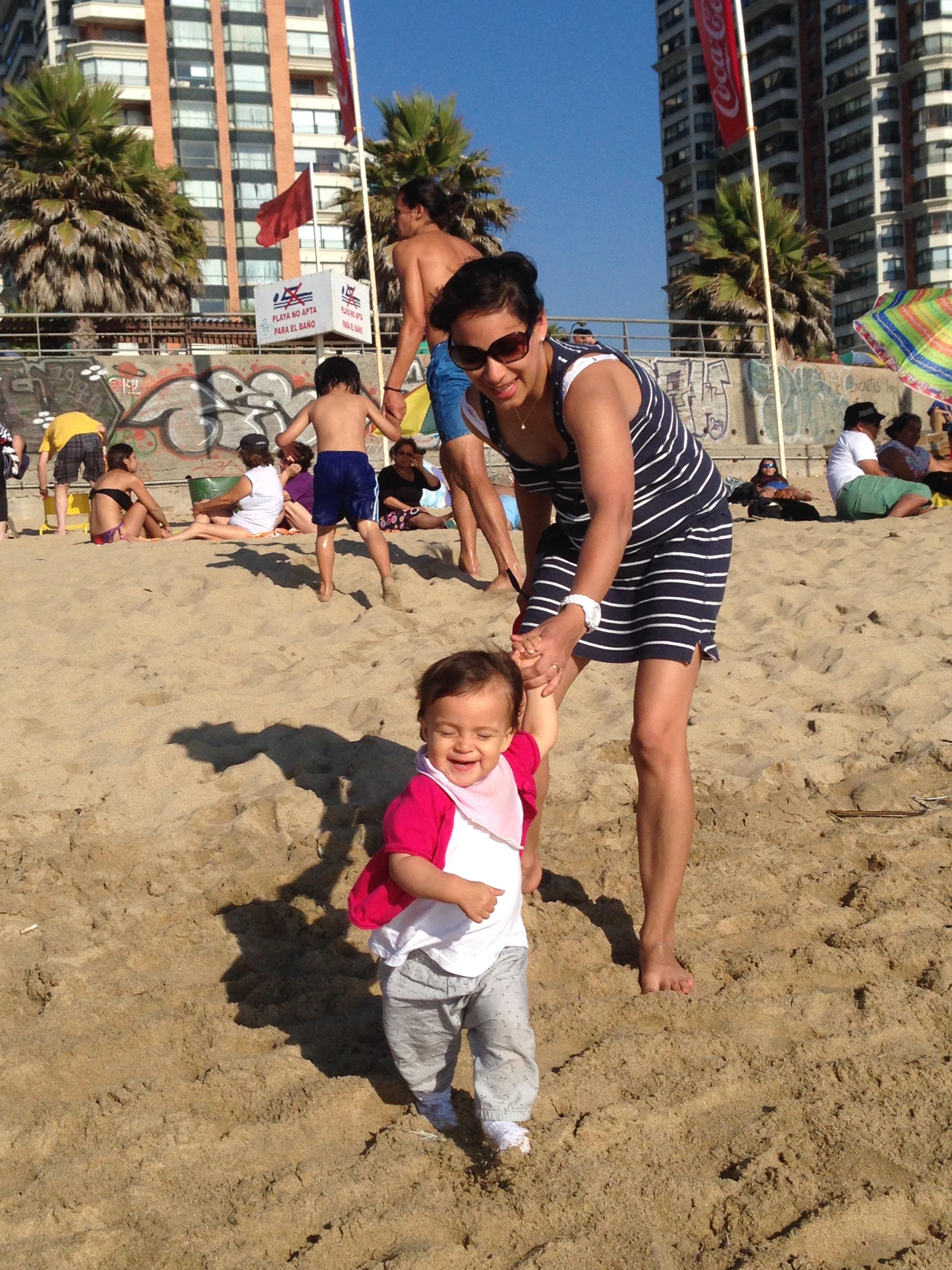 Beb s mojados playa o piscina mama de luz - Gorro piscina bebe ...